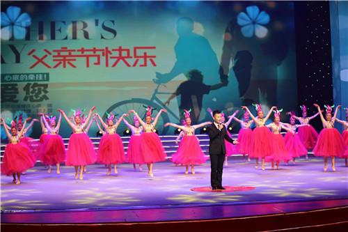 """凯皮拉的小火车交响乐总谱-为著名歌唱家董文华伴舞   为""""小夫妻组合""""伴舞   将整个晚会推向高"""